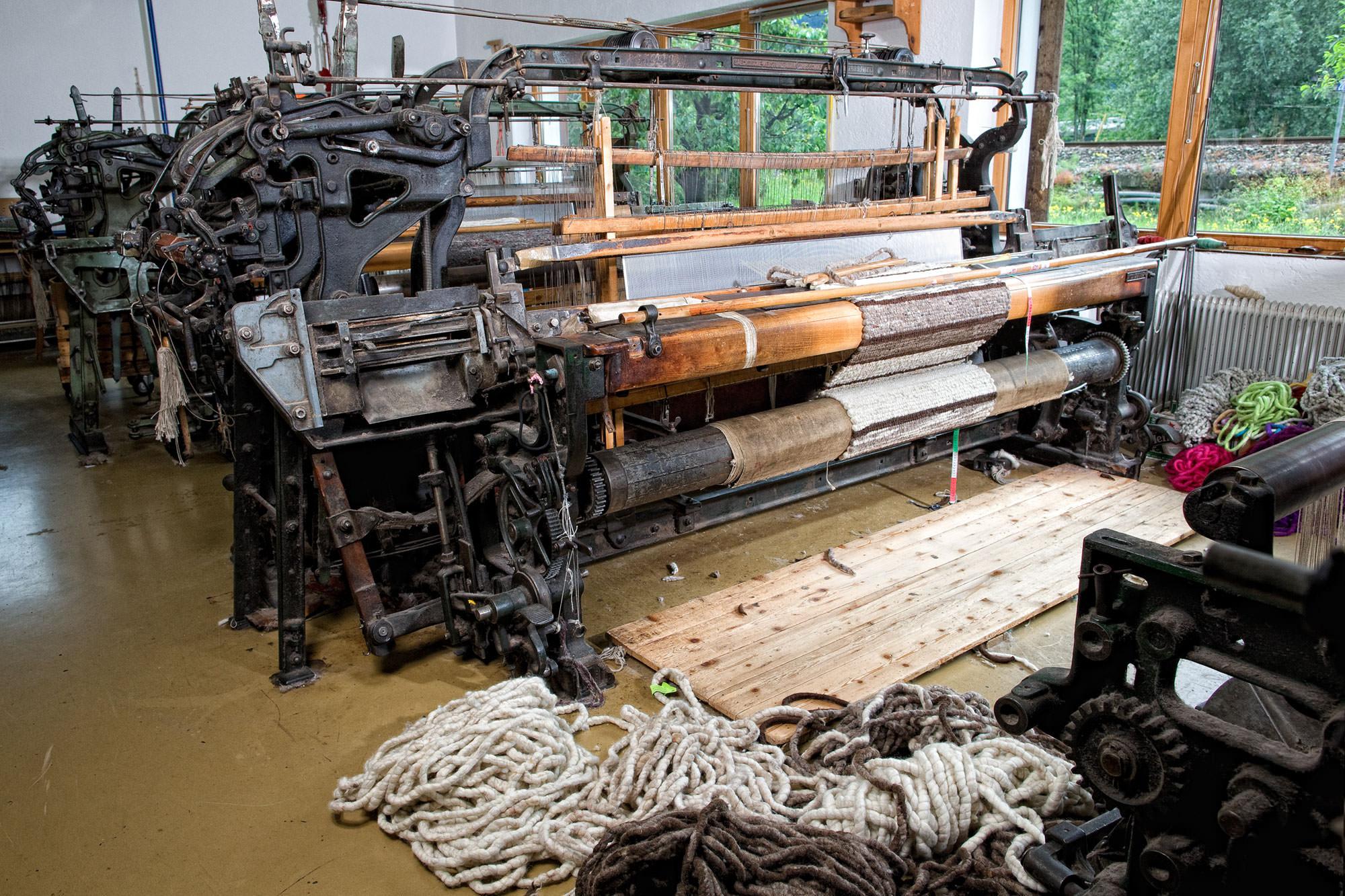 unsere über 100 Jahre alten Maschinen ergänzen unsere Handarbeit