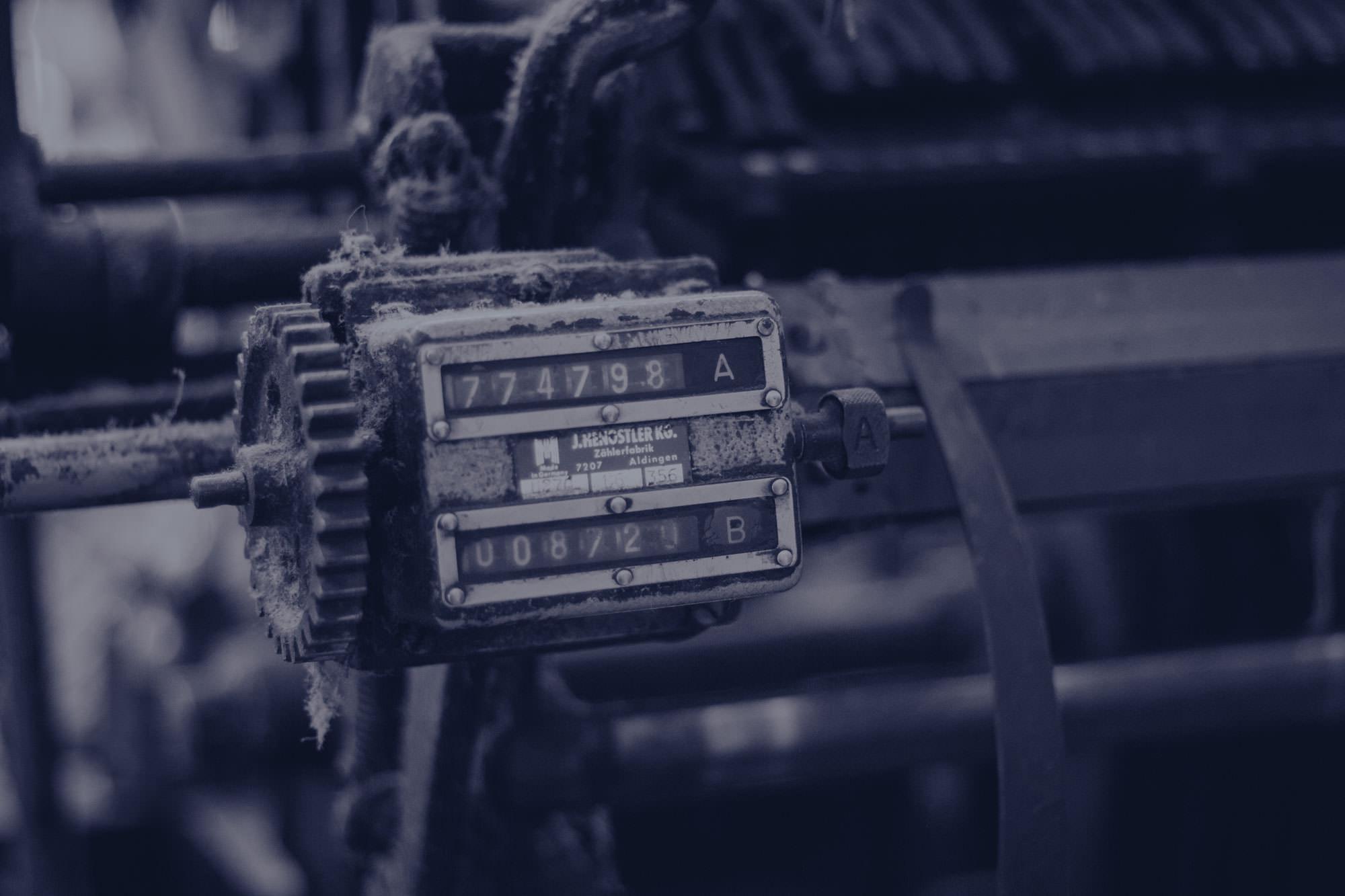 alte Maschinen ergänzen die Handarbeit